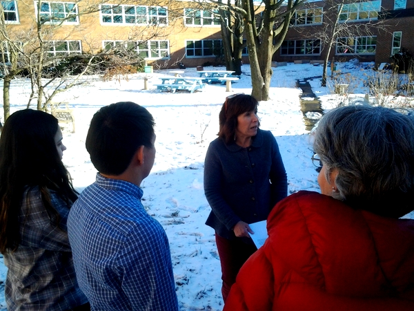 Marshall High School Fairfax tour of environmental features with Elaine Tholen of NoVA Outside