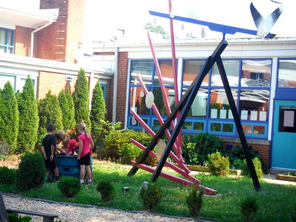 APS Growing Green Schools Garden Meetup Jamestown Elementary 6-8-15 art sculpture and children playing