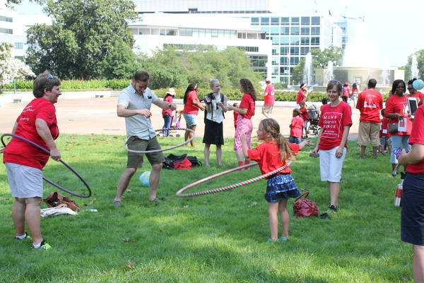 Moms Clean Air Force Play-In for Climate Action 2015 hula hoops 2