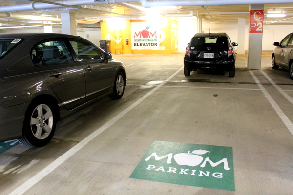 Moms Organic Market Arlington opening by Mindful Healthy Life - parking
