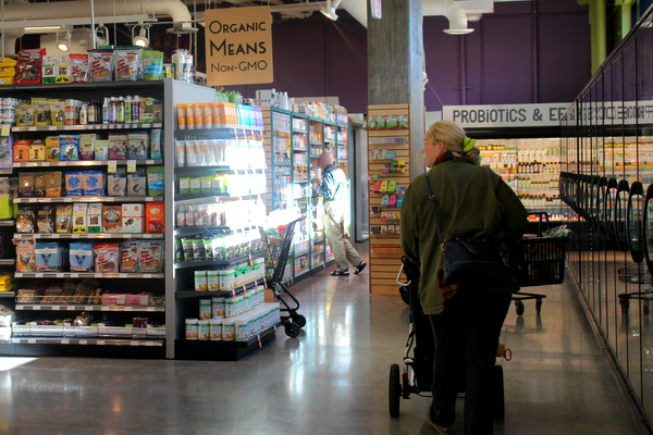 Moms Organic Market Arlington opening by Mindful Healthy Life - probiotics and wellness
