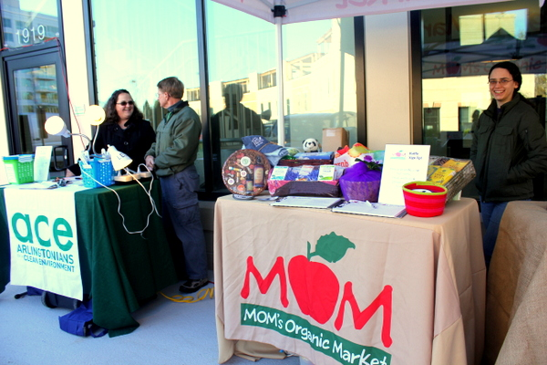 Moms Organic Market Arlington opening by Mindful Healthy Life - tables 2