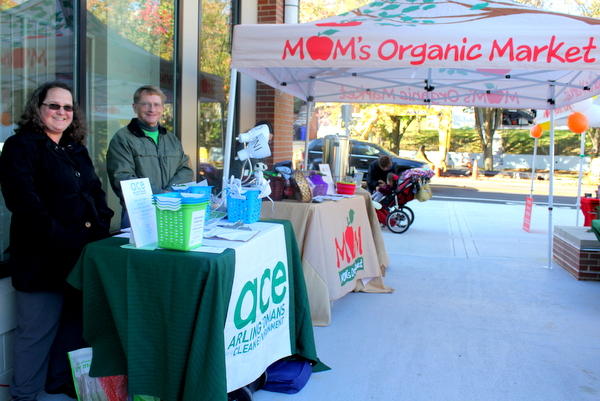 Moms Organic Market Arlington opening by Mindful Healthy Life - tables
