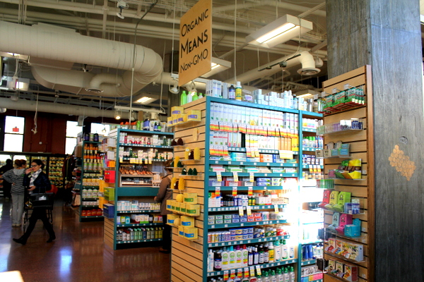 Moms Organic Market Arlington opening by Mindful Healthy Life - wellness