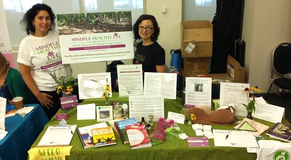 Mindful Healthy Life tableat MommyCon with Andrea