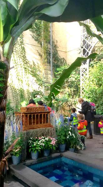 us-botanic-gardens-seasons-greenings-2016-mindful-healthy-life-lincoln-memorial