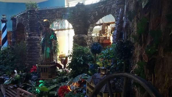us-botanic-gardens-seasons-greenings-2016-mindful-healthy-life-statue-of-liberty-and-lighthouse