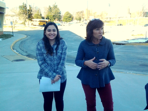 Marshall High School Fairfax tour of environmental features with Elaine Tholen of NoVA Outside and student