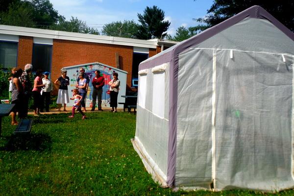APS Growing Green Schools Garden Meetup Jamestown Elementary 6-8-15 greenhouse