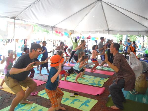 Love Your Body Day 2015 Kidasana - active breath