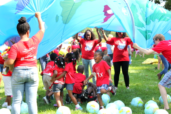 Moms Clean Air Force Play-In for Climate Action 2015 parachute