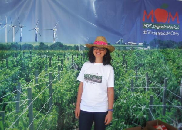 MOM's Organic Market Woodbridge Opening - photo booth - Mindful Healthy Life