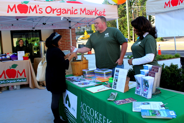 Moms Organic Market Arlington opening by Mindful Healthy Life - Accokeek Foundation