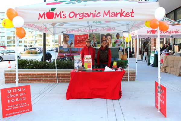 Moms Organic Market Arlington opening by Mindful Healthy Life - Moms Clean Air Force