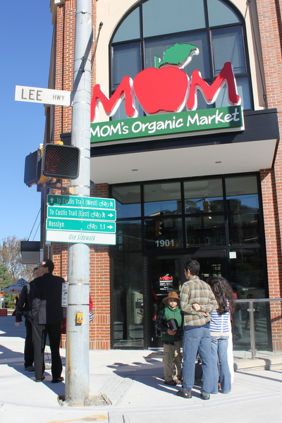 Moms Organic Market Arlington opening by Mindful Healthy Life - outside at corner
