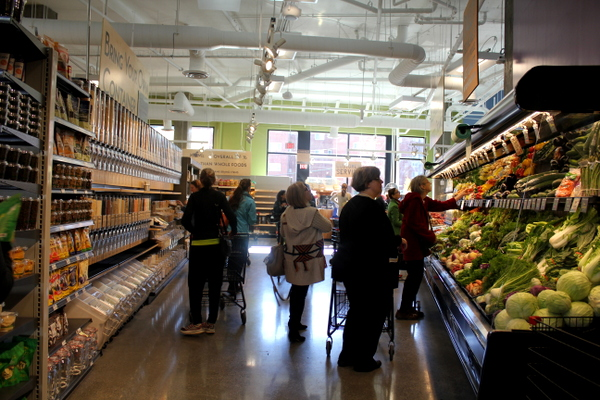 Moms Organic Market Arlington opening by Mindful Healthy Life - produce