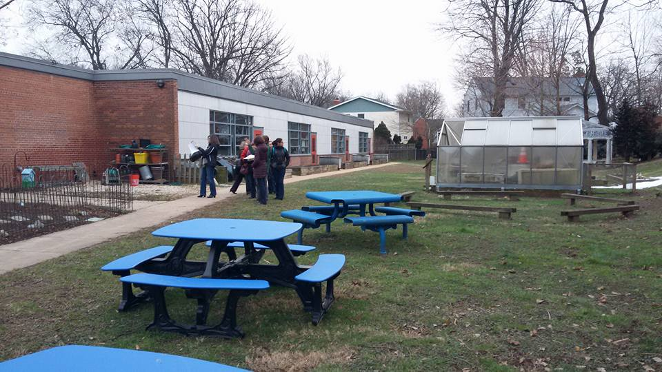 Tuckahoe Elementary Discovery Schoolard greenhouse and seating