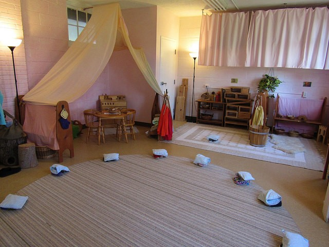 potomac-crescent-waldorf-school-classroom-set-up-with-lazure-paint