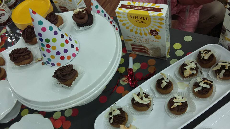 simple-mills-cupcakes-by-mindful-healthy-life-from-expo-east-2016-copy