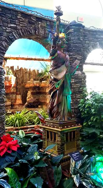 us-botanic-gardens-seasons-greenings-2016-mindful-healthy-life-statue-of-liberty